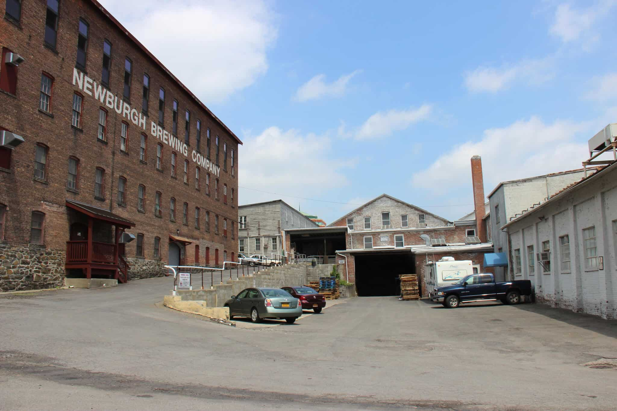 !00,000 square foot warehouse in Newburgh, NY